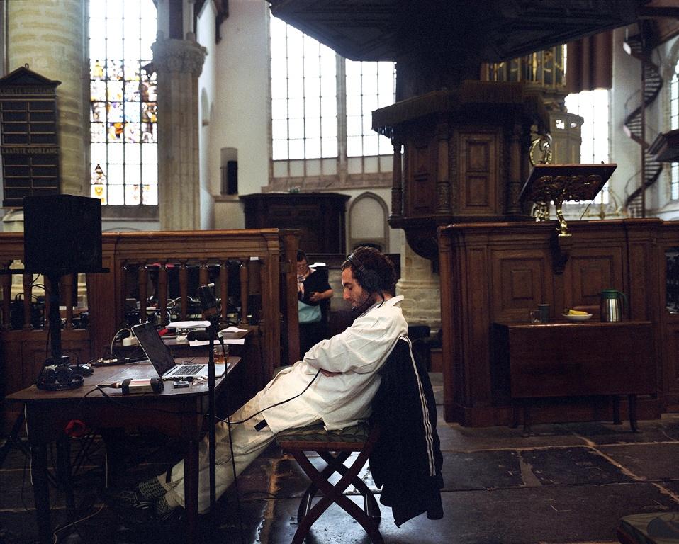 Zo gaat Nicolás Jaar's bijzondere concert in de Oude Kerk klinken